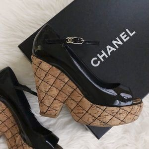 {chanel} cork sandals in patent leather